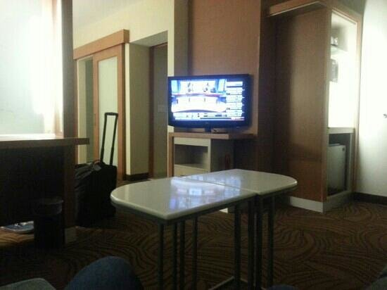 "SpringHill Suites Denver at Anschutz Medical Campus : ""living room"" area of the room"