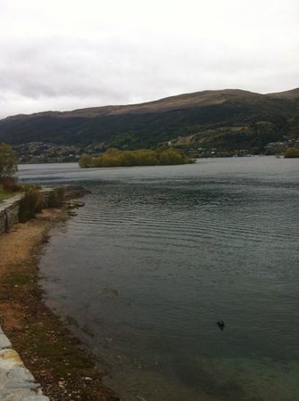 Waldorf Celestion Apartment Hotel : looking over the lake . cold grey day