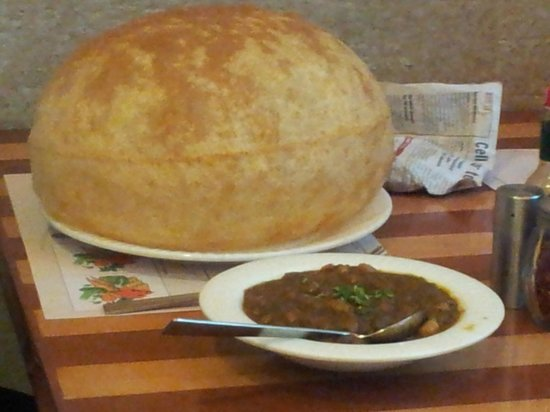 Cream Centre: Their signature dish- Channa Bhatura