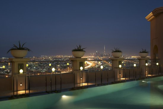 Sheraton Dubai Mall of the Emirates Hotel: Sanctuary Pool Deck