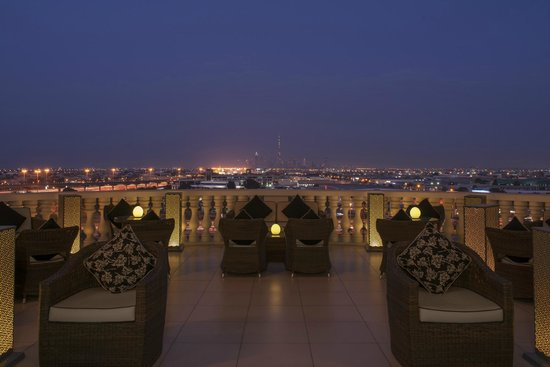 Sheraton Mall of the Emirates Hotel: Vantage Bar Terrace