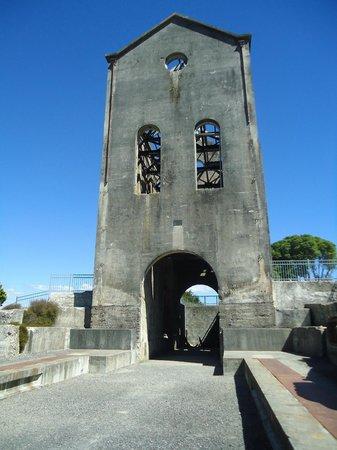 Waihi Martha Mine Pit Rim Walkway: Pump house on the edge of the mine.