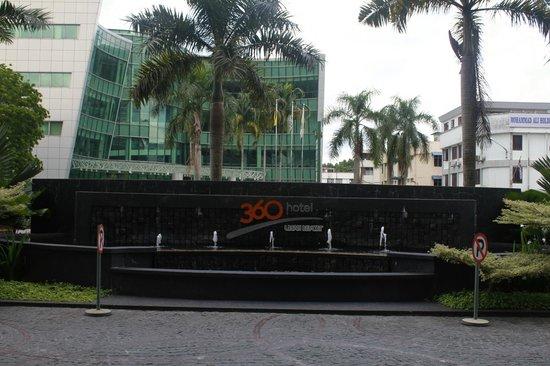M Hotels: entrance