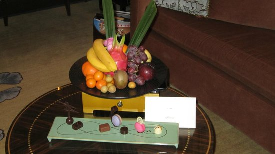‪‪Fairmont Peace Hotel‬: Welcome Fruit basket‬
