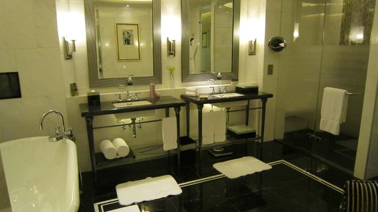 Fairmont Peace Hotel: Bathroom