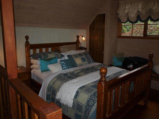 Arnica Views: upstairs bedroom