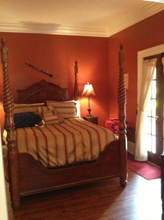 The New Orleans Jazz Quarters: Fountain Bedroom