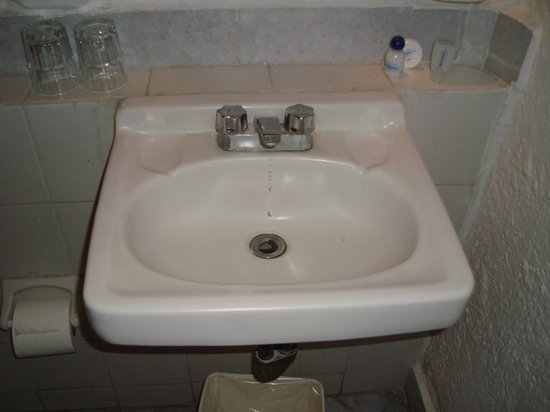 Gran Festivall All Inclusive Resort: 2nd floor sink, faucet leaked awful