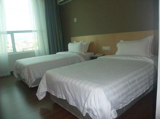 LA Hotel : cosy twin bedroom