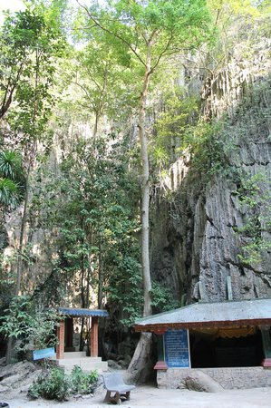 Phnom Kampong Trach Cave : a nice area to chill for a while