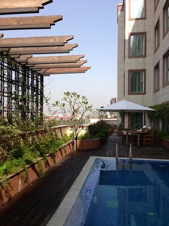 Lemon Tree Premier, Leisure Valley, Gurgaon: hotel pool facilities.