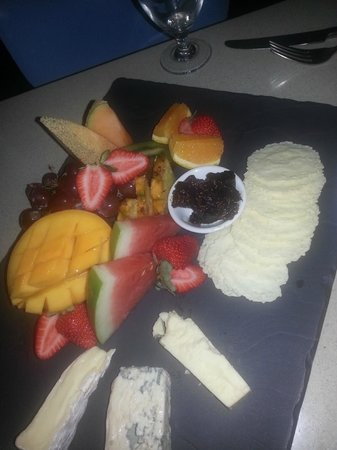 Nicks 103: Cheese and Fruit Platter for two