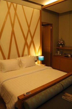 Synergy Samui Resort: Bedroom in villa