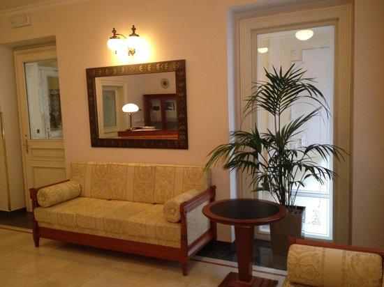 Alqush Downtown Hotel: lobby