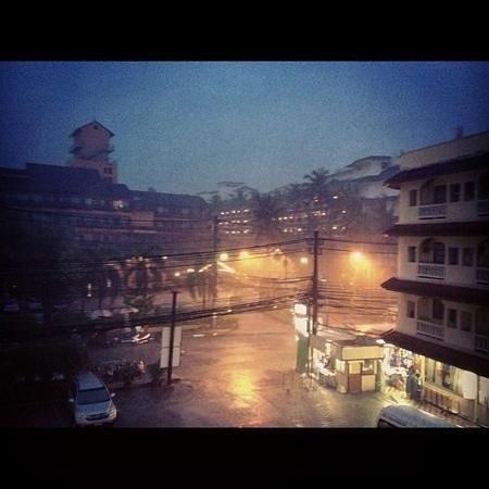 โรงแรมบาวแมนบุรี: дождь
