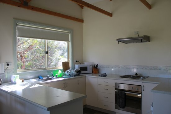 Mystery Bay Cottages: Kitchen