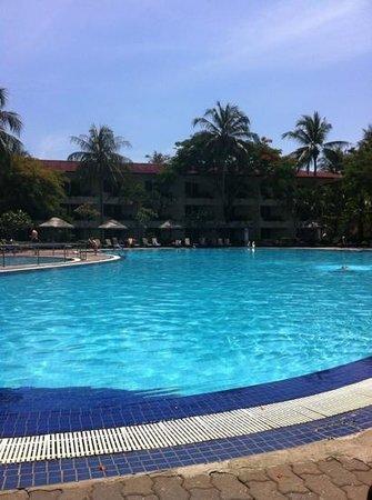 Holiday Villa Beach Resort & Spa Langkawi: piscine