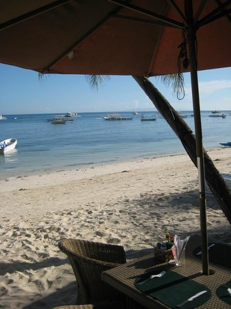 Alona Vida Beach Resort: Am Strand