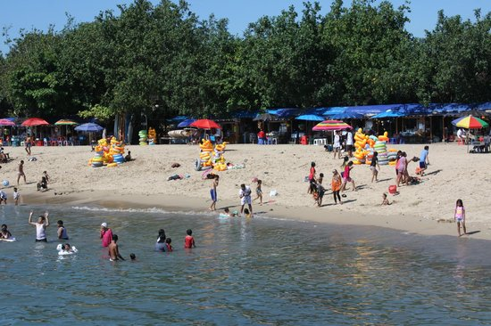 Puri Dalem Hotel : Sanur beach-lots of locals and people trying to sell things. Watch out!