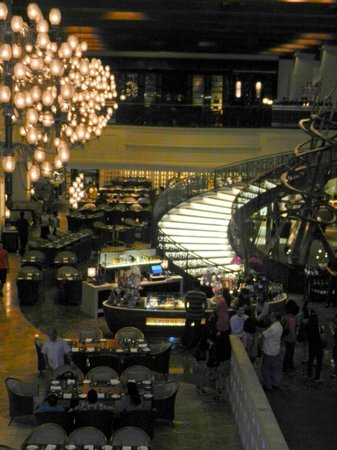 Sofitel Philippine Plaza Manila: spiral buffet