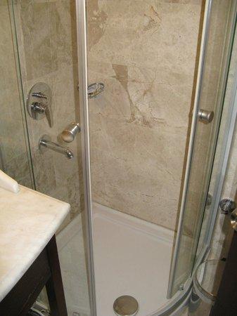 Anemon Galata: doccia camera deluxe doppia 401
