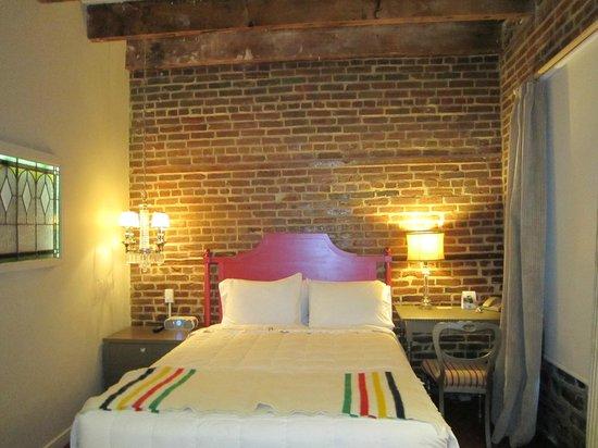 Auberge Place D'Armes: Standard Room