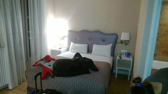 Hotel Exe Paris Centre: Stanza piccola ma confortevole