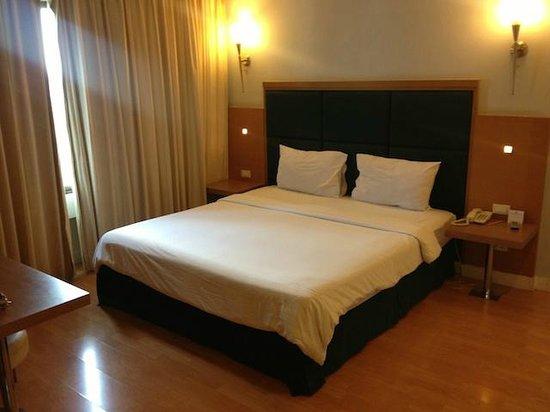Mayflower Grande Hotel - Hat Yai : Standard Bedroom