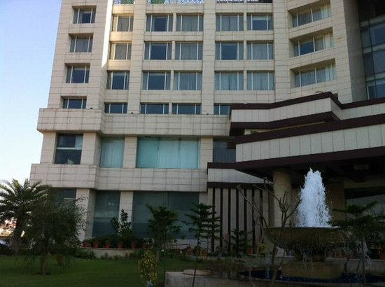 Holiday Inn Chandigarh Panchkula: Front side of the hotel