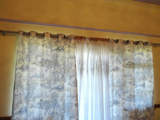 The Country Guesthouse: Curtains that don't close all the way on shared patio