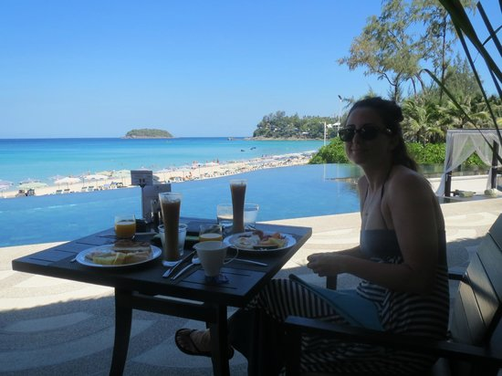 The Shore at Katathani: Breakfast at the buffet area, right on the beach