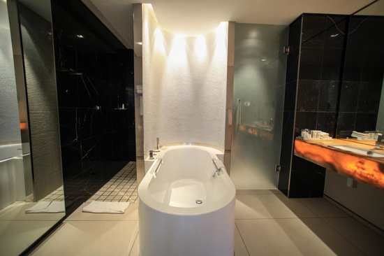 African Pride 15 On Orange Hotel: salle de bain