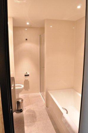 Grand Hotel Casselbergh Bruges: salle de bain