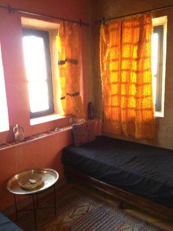 Hotel Kasbah Kanz Erremal: La camera sul deserto