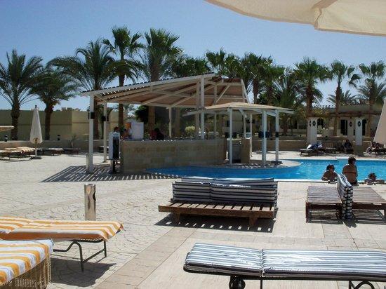 Coral Beach Resort : pool bar
