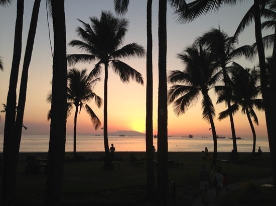 Sofitel Philippine Plaza Manila: ホテルから見える Sunset at Manila Bay