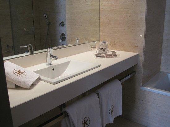 โรงแรมกาตาโลเนีย กาเตดราล: Waschtisch im Bad
