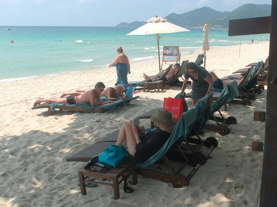 Buri Rasa Village Samui: Great shaded area for enjoying the beach