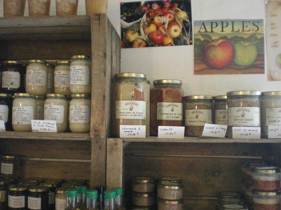 Les Chambres du Confiturier de Malethi : l'esposizione delle confitures