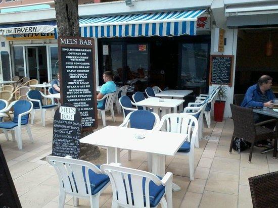 Hotel Marina Luz: Mels Bar & Restaurant up the road.