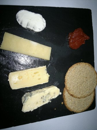 La Mouette Restaurant: The goat's cheese was slightly smoky and mouthwatering :) Kudos, team LM!