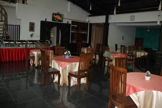 Grand Crown Hotel : Dining room