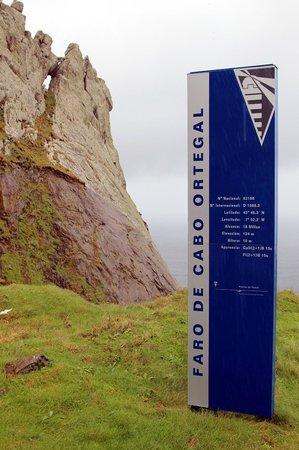 Cabo Ortegal: Señal del faro con indicaciones