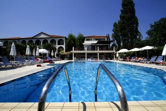 Castelli Hotel: Inviting pool area, exclusive to our guests