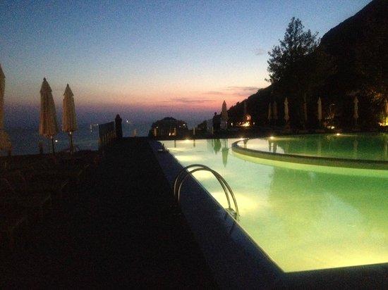 SENSIMAR Grand Mediterraneo Resort & Spa by Atlantica: Pool at night