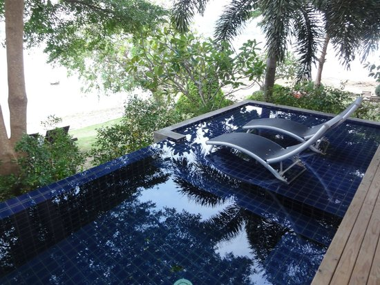 Punnpreeda Pool Villa Beachfront: Small pool/tub to relax in