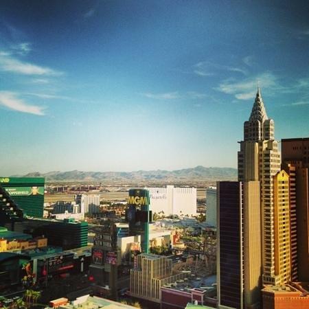 โรงแรมมอนติคาร์โล: Strip view from room 31220