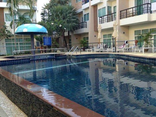 Jinta Andaman : プールでリラックス