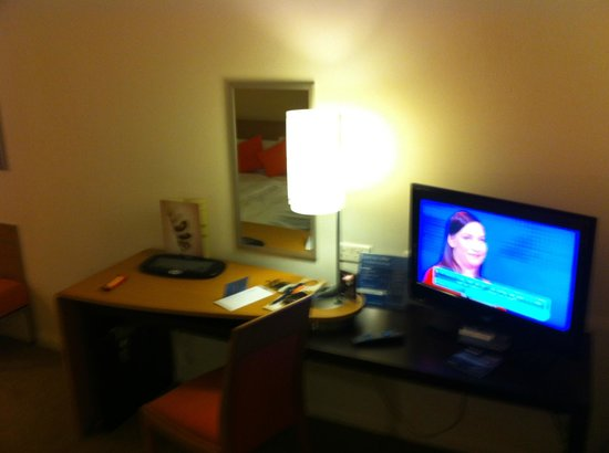 Novotel Bristol Centre: room - freeview available