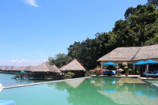 Gayana Eco Resort: from the poolside